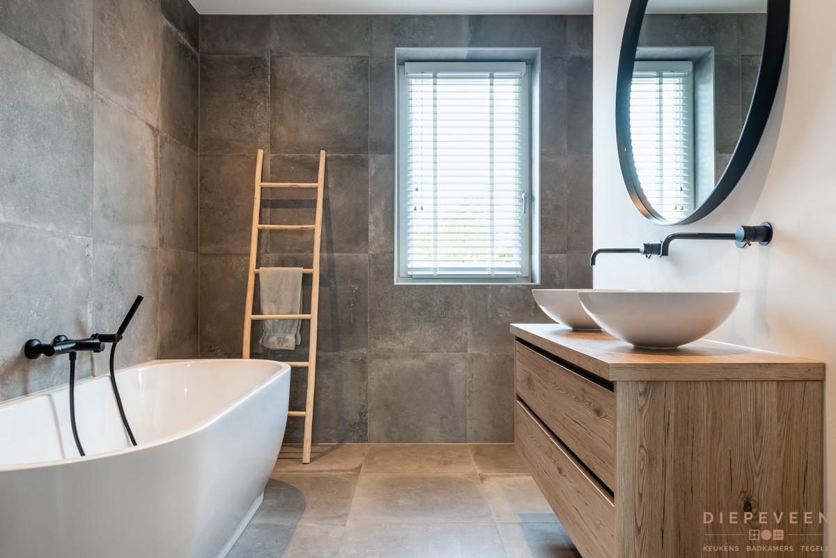 Landelijke Badkamer Met Beton En Zwart Looqify